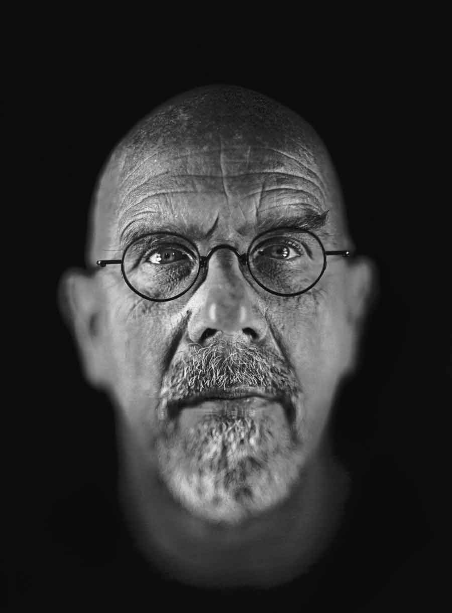 Chuck Close, Self-Portrait, 2006. Courtesy Pace/MacGill, New York. Made in collaboration with David Adamson Editions. Exhibition organized by Aperture Foundation, New York.