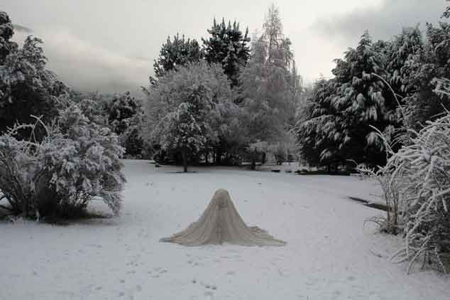 "Verónica Vides, ""Mimetizada"" series, Invierno (Winter), 2013-15, photography, performance, 23.6"" x 15.8."" Thanks to Javier Marcos."